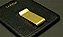 お札を挟む金具は、アンティークゴールドフィニッシュを施した重厚な真鍮製。